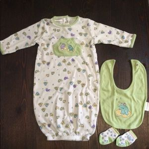 Carters baby onesie set size 0-3 months LIKE NEW!